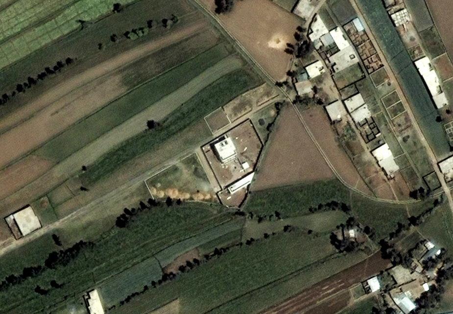 Zdjęcie lotnicze kryjówki Osamy bin Ladena (w centrum) w Abbottabadzie