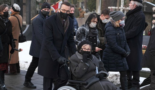 Premier Morawiecki na pogrzebie. Ta scena chwyta za serce
