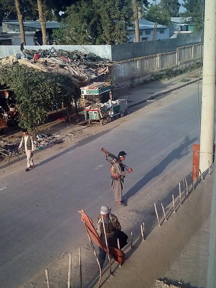 Talibanski borci na ulicama Kunduza