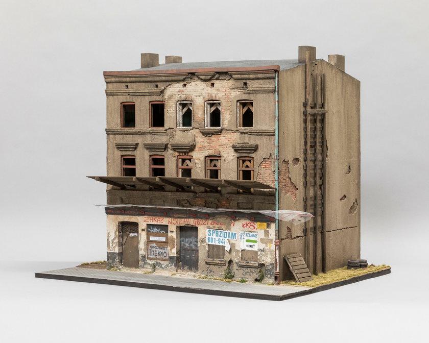 Artysta buduje ruiny!