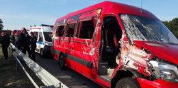 Bus zaczepił o tira. Jest wielu rannych!