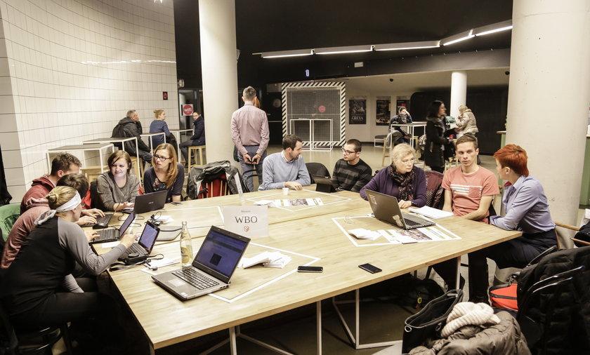 Wrocławianie wypełniają wnioski do WBO