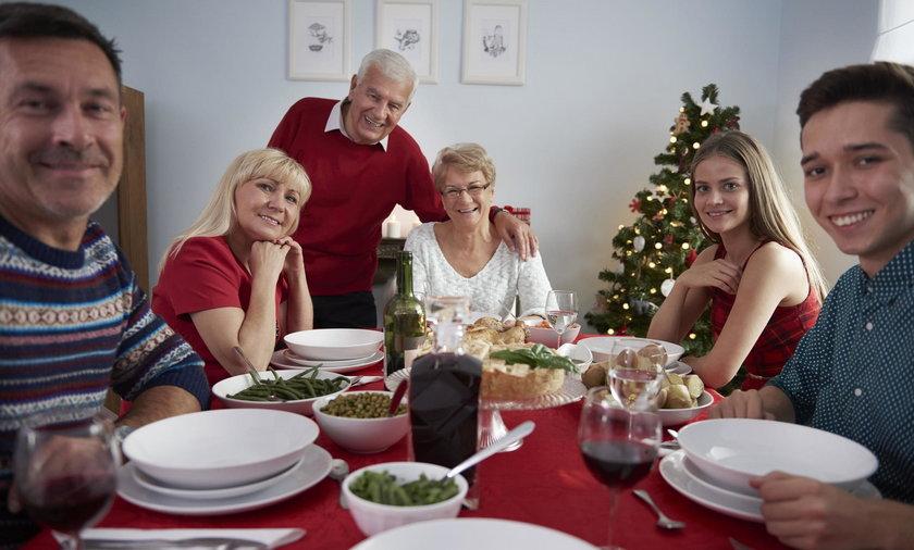 Jak nie pokłocić się o politykę przy świątecznym stole? To łatwe!