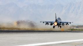 Amerykańskie lotnictwo zwiększa swoją obecność w Afganistanie - więcej F-16 i latające cysterny