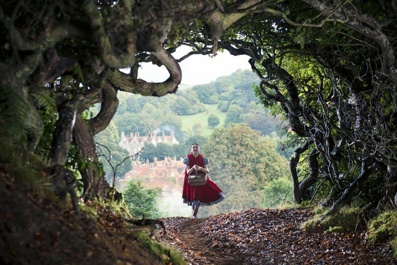 "Lilla Crawford w filmie ""Tajemnice lasu"" (2014)"