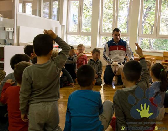 Savo u radu sa decom i Jocom kao asistentom
