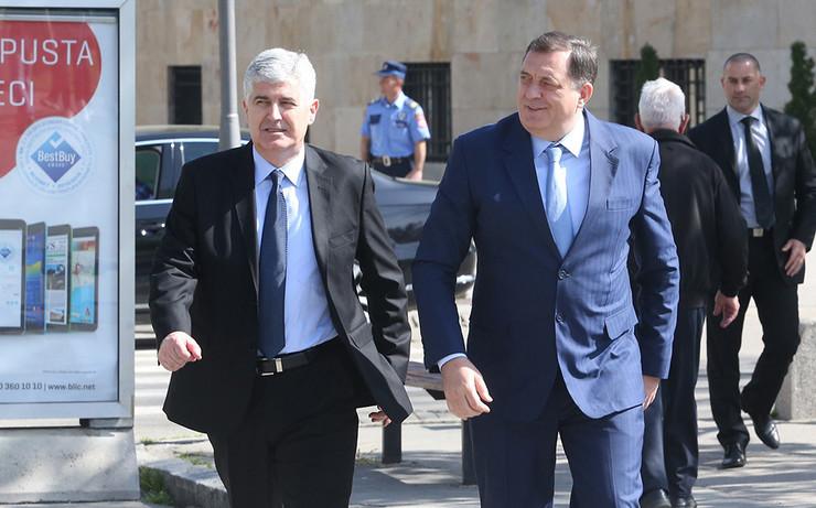 Dragan-Covic-i-Milorad-Dodik-u-setnji-Foto-D-BOZIC