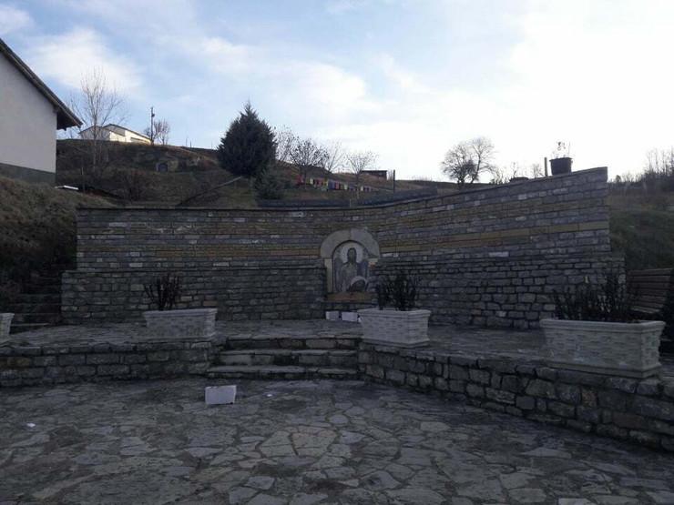 Velika Hoča, Kosovo, Spomenik, Skrnavljenje, Albanci