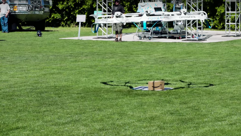 Amazon zrealizował pierwszą dostawę dronem