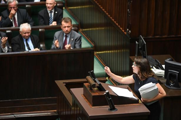 Poseł Nowoczesnej Kamila Gasiuk-Pihowicz podczas wieczornych obrad Sejmu