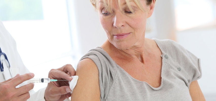 Masz prawo do bezpłatnego szczepienia na grypę? Zobacz, jak się na nie zapisać! [PORADNIK]