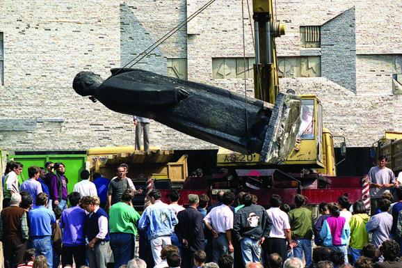 Finale Uklanjanje Titovog spomenika 1991. godine
