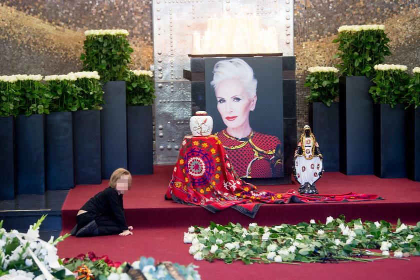 Wnuk Kory na pogrzebie swojej babci