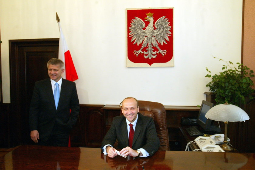 Premier Marek Belka oddaje urząd