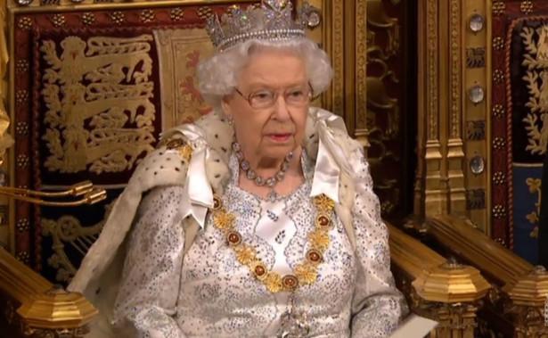 Brytyjska królowa Elżbieta II formalnie powierzyła w piątek dotychczasowemu premierowi Borisowi Johnsonowi misję sformowania nowego rządu. Jego Partia Konserwatywna zdecydowanie wygrała czwartkowe wybory do Izby Gmin zapewniając sobie bezwzględną większość.