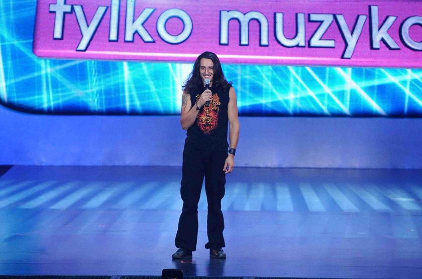 "Tomasz ""Kowal"" Kowalski na scenie ""Must be the music"""