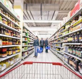 Czechy chcą zakazu sprzedaży gorszej żywności we wschodnich krajach UE