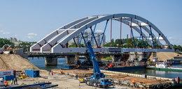 Rośnie nowy most kolejowy nad Martwą Wisłą