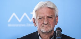 Prof. Horban o nowych obostrzeniach: Zamrożenie gastronomii, seniorzy zostaną w domach