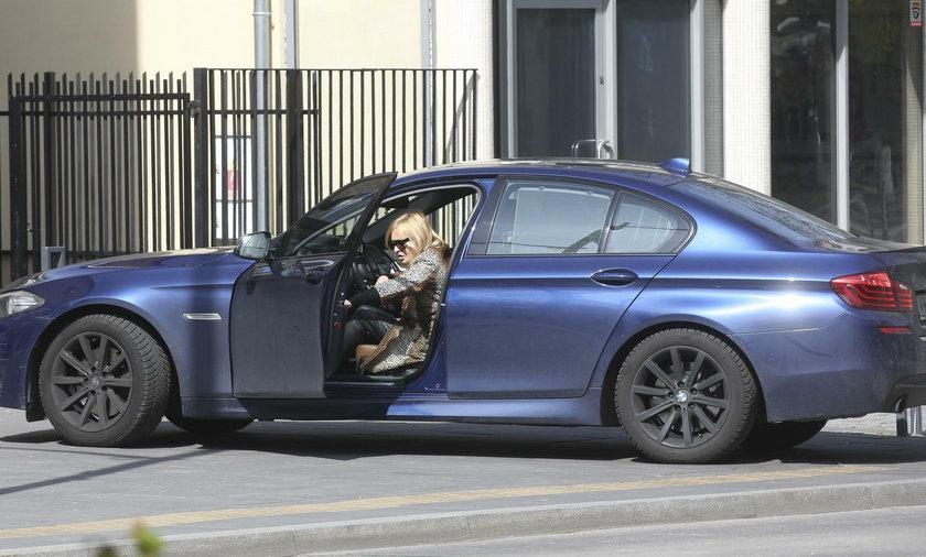 Monika Olejnik zaparkowała samochód na przystanku