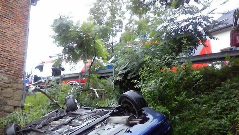 Marcin Ćwiertnia od około 2 lat robi zdjęcia aut, które rozbiły się o jego dom