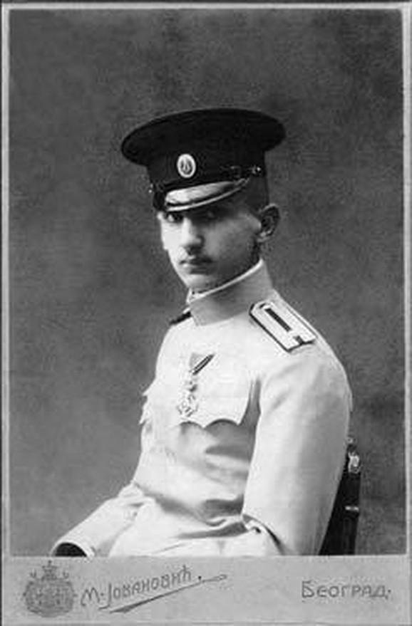 Kao jedna od svetlijih epizoda iz Đorđevog života navodi se juriš i ranjavanje na Mačkovom kamenu 1914. i velika hrabrost koju je tom prilikom pokazao