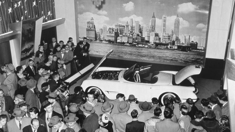 USA, miasto Flint w stanie Michigan. Jest 30 czerwca 1953 roku. Właśnie tam i wtedy zjechał z linii produkcyjnej pierwszy Chevrolet nowego typu - amerykański samochód nowej konstrukcji - chevrolet corvette. Model C1 był produkowany w latach 1953-1962. Imię corvette wzięło się od szybkiej i zwrotnej łodzi marynarki wojennej...