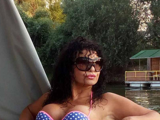 Lidija se skinula u kupaći i pokazala kako ZAISTA IZGLEDA: Bez filtera i fotošopa ona HRABRO POZIRA