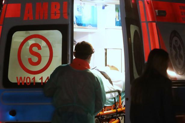 Ambulans transportujący Romana Giertycha do szpitala