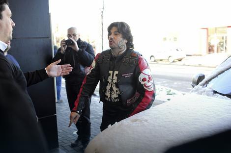 """Stanimirovićev prijatelj snima okupljene ispred """"Blica"""""""