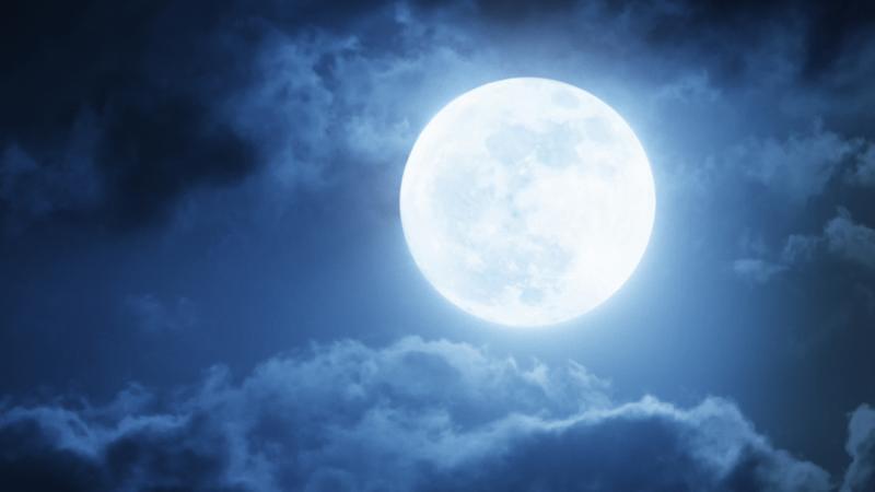 Niebieski Księżyc i czerwony Mars na niebie 21 i 22 maja