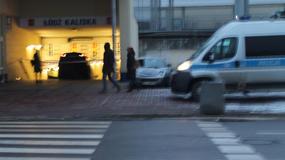 Myślał, że wjeżdża na parking podziemny. Pomylił się i wylądował na... schodach