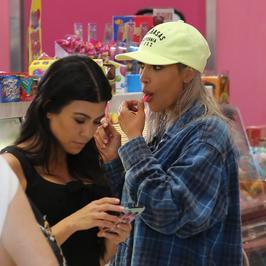Kim i Kourtney Kardashian wybrały się na lody