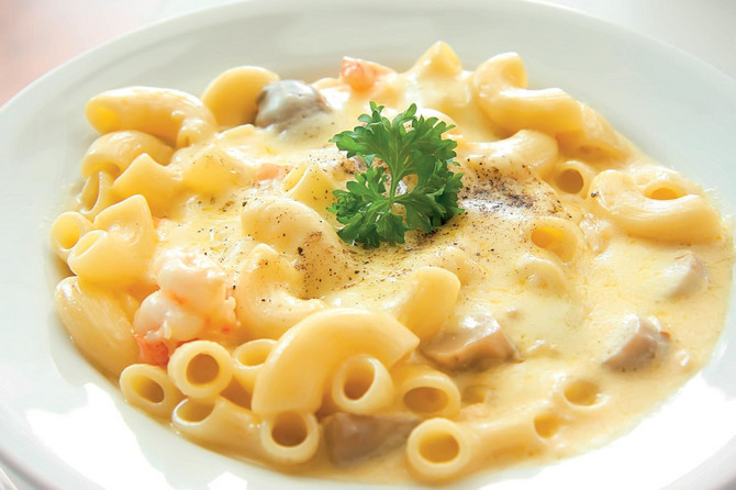 32650_stock-photo-macaroni-and-cheese-with-prawns-and-mushrooms-12853180shutterstock_12853180