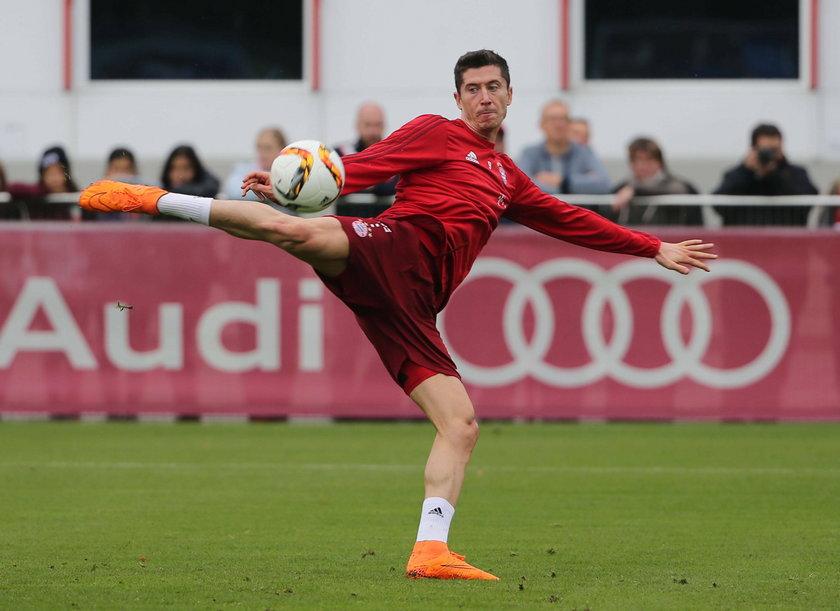 Kolejny błysk geniuszu Lewandowskiego. Strzelił gola stojąc za bramką! WIDEO