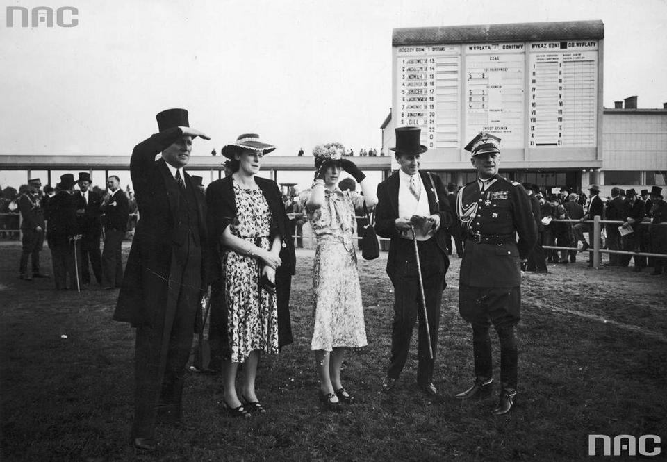 Od prawej: gen. Bronisław Regulski, hr. Józef Potocki z żoną Krystyną, hr. Róża Mycielska, hr. Roman Potocki, 1939 r.