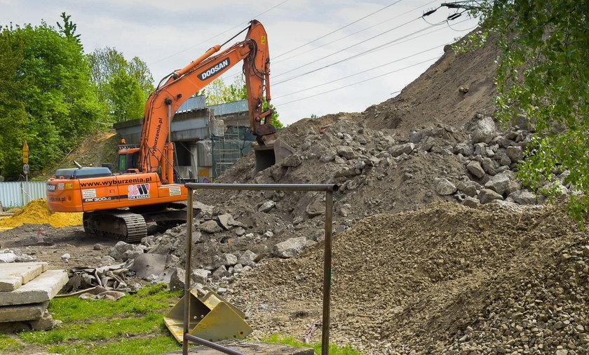 Rozbiórka wiaduktu i skarpy w Chorzowie Batorym