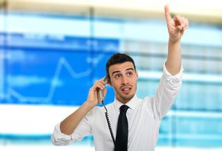 Maklerzy tracą i nerwowo reagują na konkurencję