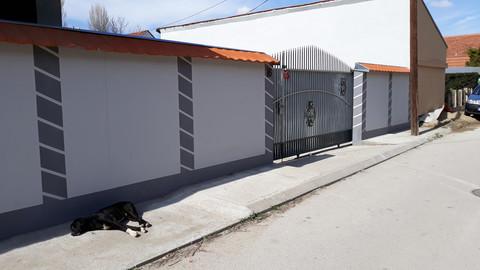 ČUJE SE PLAČ: Evo šta se dešavalo iza kapije kod Kulića u Nišu!