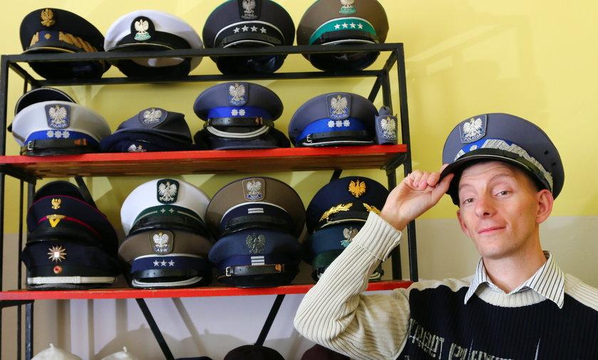 Niezwykłe hobby: pan Łukasz ma już 300 czapek!