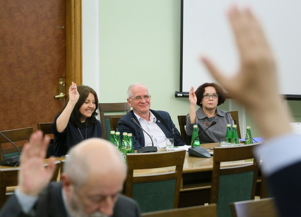 """Przed głosowaniem Iwona Śledzińska-Katarasińska (PO) mówiła, że w trakcie prac legislacyjnych związanych z powołaniem RMN """"pojawiła się plotka w kuluarach"""", że ustawę o RMN """"pan minister Czabański pisze dla siebie"""""""