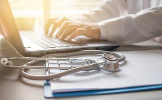 Jaka jest rola skarbnika przy alternatywnym wsparciu dla samodzielnego publicznego zakładu opieki zdrowotnej