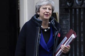 TRI SCENARIJA ZA BRITANIJU Turbulentni pregovori o Bregzitu gurnuli su zemlju NA IVICU