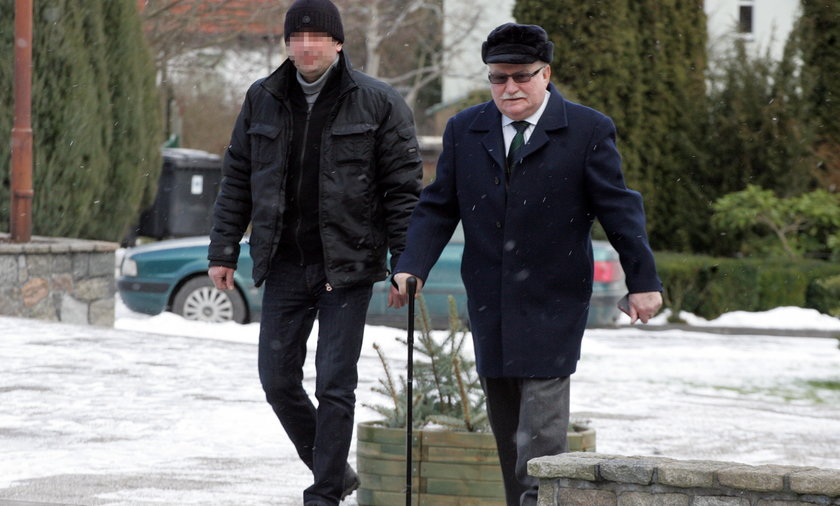 Danuta Wałęsa i Lech Wałęsa w kościele