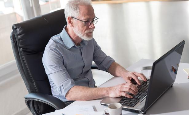 W przypadku racjonalizacji (redukcji) zatrudnienia i konieczności doboru pracowników do zwolnienia stosowanie kryterium osiągnięcia wieku emerytalnego jest dopuszczalne i nie stanowi działania dyskryminacyjnego