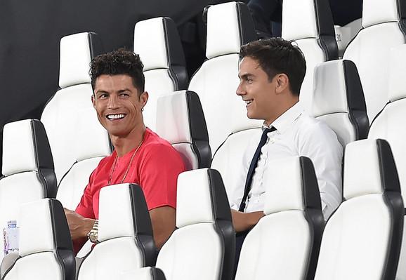 Kristijano Ronaldo sa tribina gleda meč njegovog Juventusa i Rome
