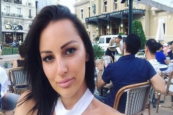 Neće više da bude fina: Aleksandra Prijović sa DEKOLTEOM DO PUPKA!