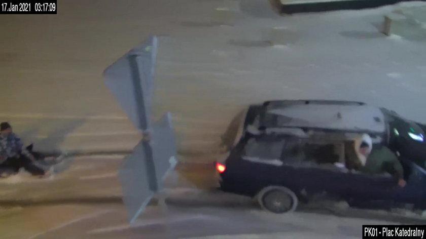 Kulig za samochodem
