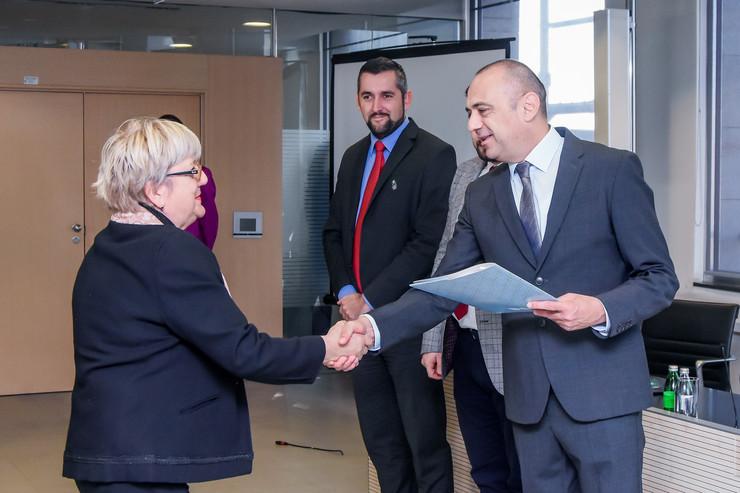 Milićević prilikom dodele ugovora o subvencijama za nova radna mesta