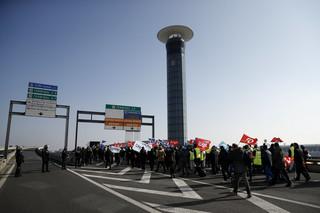 Protestujący pracownicy Air France starli się z policją